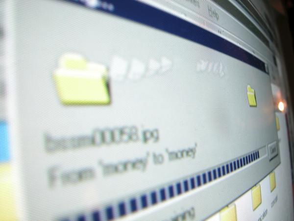 caricare file velocemente Caricare contemporaneamente su più siti di file hosting