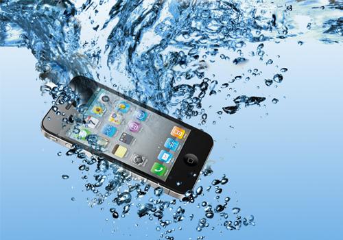 riprisitinare uno smartphone bagnato Come ripristinare uno smartphone finito accidentalmente nellacqua